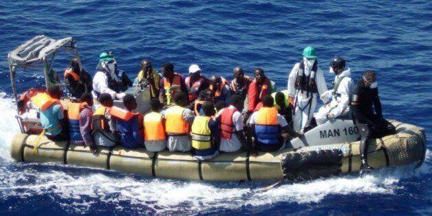 La Marine royale intervient pour stopper 12 immigrés clandestins qui voulaient rejoindre