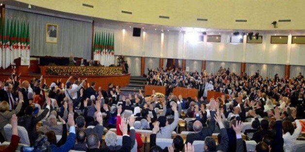 La loi portant révision constitutionnelle adoptée à une majorité
