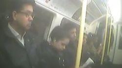 Une femme enceinte piège les passagers du métro londonien qui ne la laissent pas