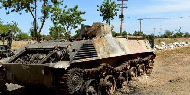 Un tank de Boko Haram, près de la base militaire d'Amchide, dans le nord du Cameroun, le 12 novembre