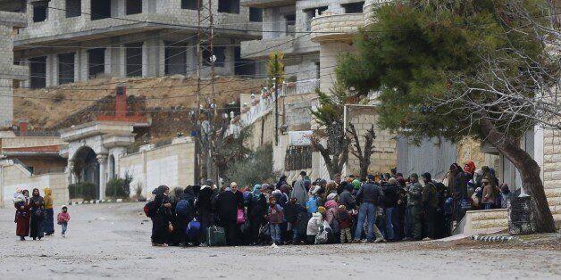 Des habitants de Madaya en attente