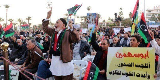 Manifestation à Tripoli, le 8 janvier 2016, contre l'accord parrainé par l'ONU pour la formation d'un...