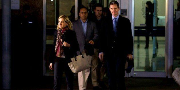 Cristina de Bourbon et son mari, Inaki Urdangarin, quittent un tribunal à Palma de Majorque en Espagne,...