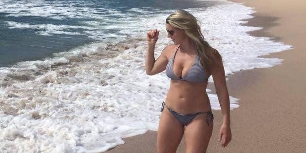 Elle assume son corps en bikini et le dit haut et