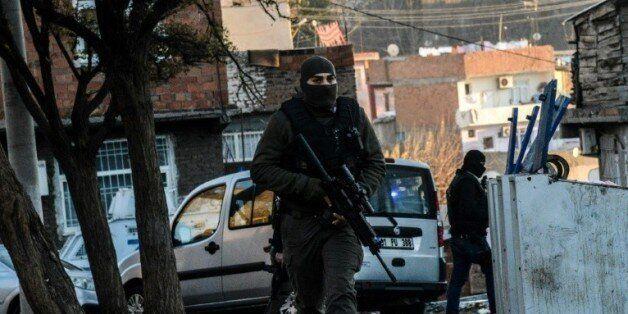 Des policiers turcs à Diyarbakir, le 24 décembre