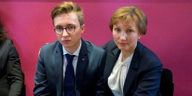 Marina Litvinenko, veuve de l'ex-agent du KGB et son fils Anatoly après une conférence de presse à Londres,...
