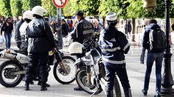 Des centaines de policiers manifestent devant le palais de