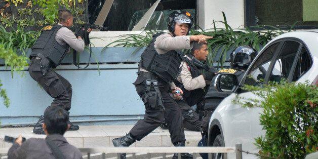 Un attentat à la bombe fait plusieurs morts à Jakarta, en