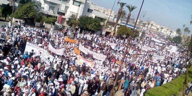 Des milliers d'enseignants stagiaires manifestent à Rabat