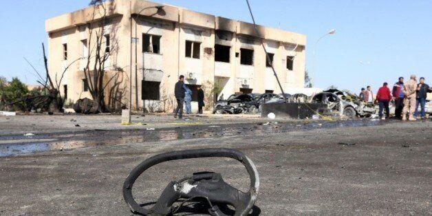 Dégâts après un attentat à Zliten sur la côte libyenne, le 7 janvier