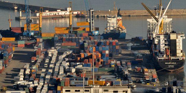 Déficit commercial de 12,62 milliards de dollars sur les 11 premiers