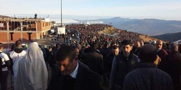 Enterrement de Aït Ahmed: des dizaines de milliers de personnes ont rendu l'ultime hommage au dernier...