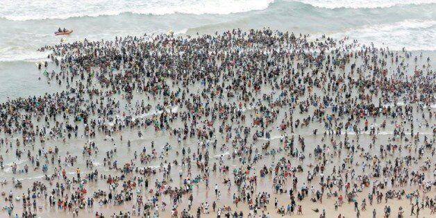 La foule des vacanciers sur une plage de Durban, en Afrique du Sud, le 1er janvier
