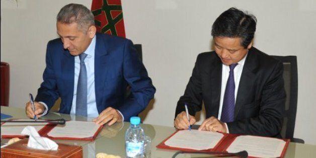 Moulay Hafid Elalamy, ministre de l'Industrie, et Li Guisheng, Président du groupe ISI Golden Age International...
