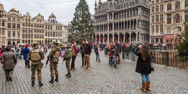 Des soldats belges en patrouille à Bruxelles, le 29 décembre
