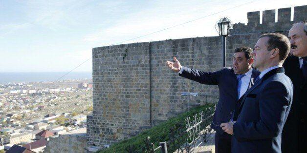 Le Premier ministre russe Dimitri Medvedev le 13 novembre 2015 sur la muraille de la forteresse de