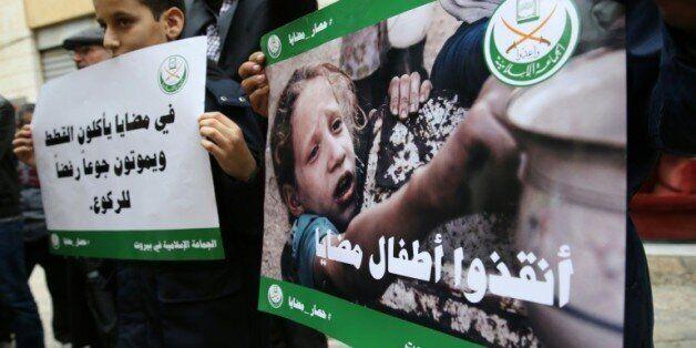 Des enfants et des militants libanais de