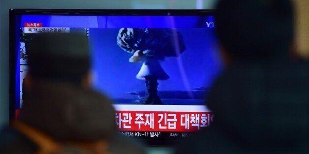 Retransmission télévisée à Séoul de l'essai de bombe à hydrogène annoncé le 6 janvier 2016 par