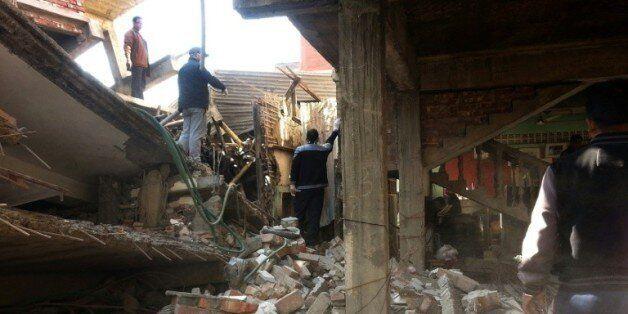 Des maisons se sont écroulées le 4 janvier 2016 après un fort séisme de magnitude de 6,7 à Imphal, capitale...