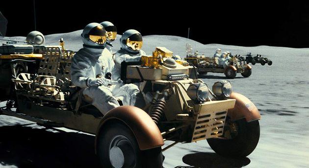 De tirar o fôlego, perseguição de carros na Lua é uma das sequências...