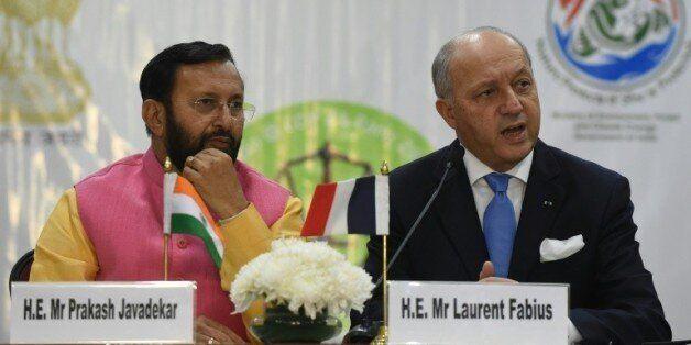 Le ministre indien de l'Environnement Prakash Javadekar et le ministre français des Affaires étrangères...