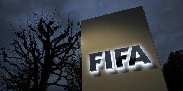 Le logo de la Fifa devant l'entrée de l'instance à Zurich le 8 octobre