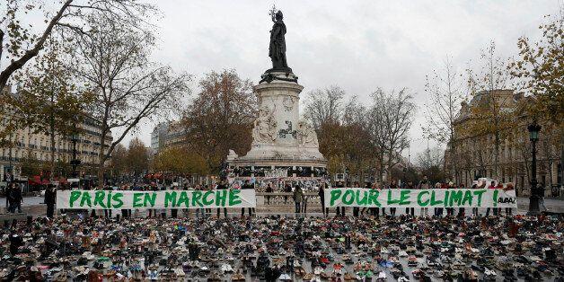 Des centaines de paires de chaussures place de la République, à Paris, dans le cadre d'un rassemblement...
