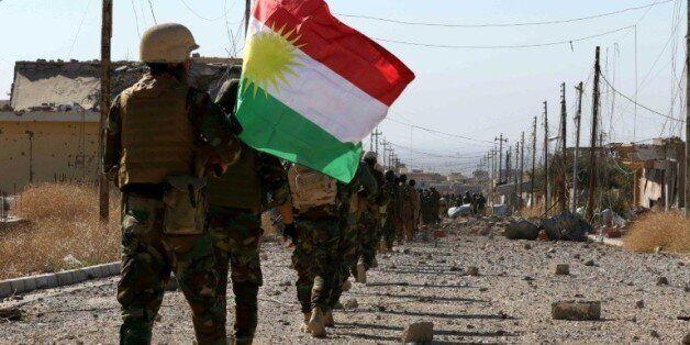 Des forces peshmerga et des combattants yazidis reprennent la ville de Sinjar, en Irak, le 13 novembre