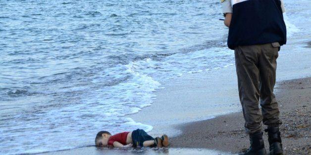 La famille élargie du petit noyé syrien obtient l'asile au