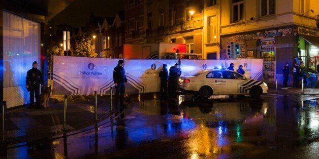 Un cordon de police dans le quartier de Molenbeek en Belgique le 14 novembre