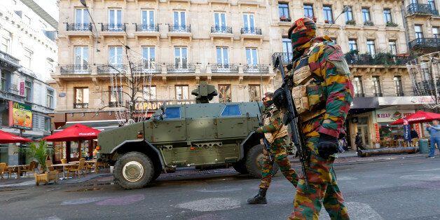 Des soldats belges à Bruxelles le 23 novembre