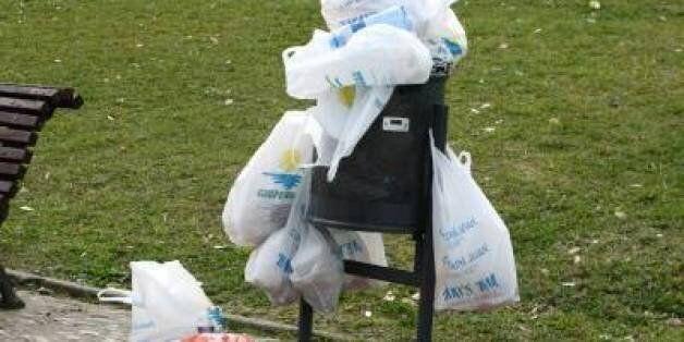Le projet de loi pour interdire les sacs plastiques adopté par les deux