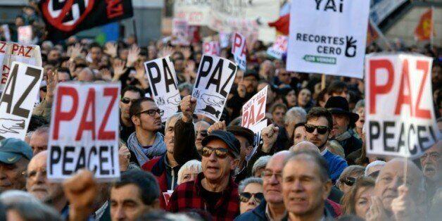 Plusieurs milliers de personnes manifestent à Madrid contre un engagement de l'Espagne dans le conflit...
