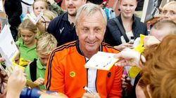 Johan Cruyff salue le travail