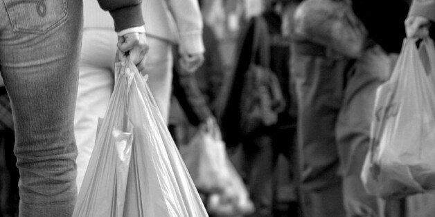À peine lancé, le projet de loi pour interdire les sacs plastiques fait face à une levée de
