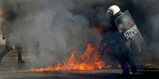 Des jets de cocktails Molotov ont émaillé les manifestations à Athènes, ce 12