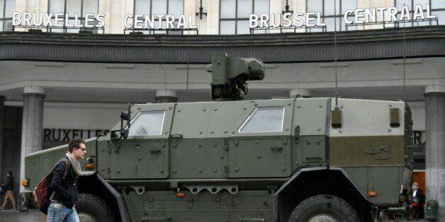 Véhicule militaire le 21 novembre 2015 à Bruxelles en état d'alerte