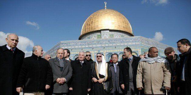 Iyad Madani (c), secrétaire général de l'Organisation de coopération islamique à Al Qods, le 5 janvier