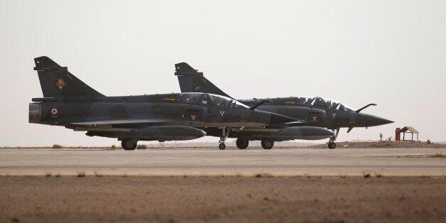 La France a massivement bombardé Raqa, le fief de Daech en Syrie (Photo: deux chasseurs-bombardiers français,...