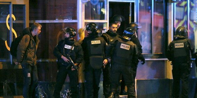 Le kamikaze et preneur d'otages français du Bataclan a été identifié. Il s'agirait de Omar Ismaïl Mostefaï....