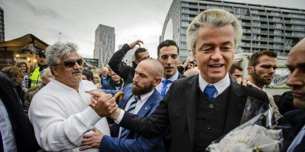 Geert Wilders (2e droite) à Rotterdam le 7 novembre