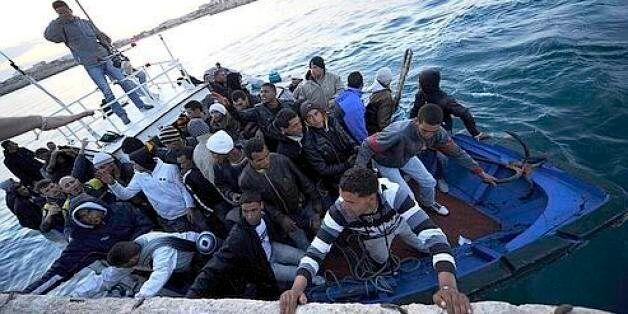 Tunisie: 25 Algériens secourus par les gardes-côtes au large de