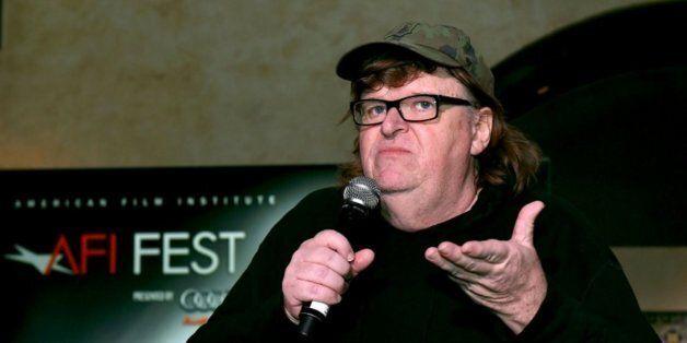 Réfugiés: Michael Moore déterminé à accueillir des Syriens chez