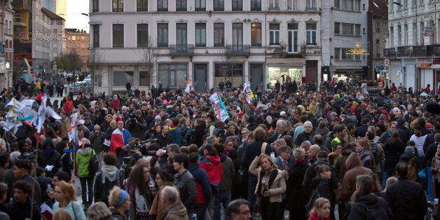 3.000 personnes se sont rassemblées mercredi en fin d'après-midi sur la place communale de