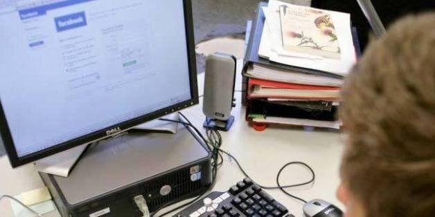 Internet : Le surf personnel au bureau a un coût pour les entreprises et les