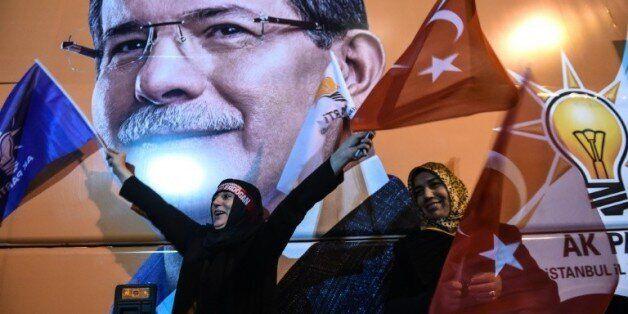 Turquie: le parti d'Erdogan prend une revanche éclatante et retrouve sa majorité