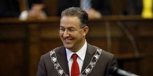 Rotterdam: Le maire d'origine marocaine de la ville vient en aide aux