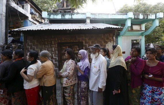 Aung San Suu Kyi, d'opposante assignée à résidence à favorite des élections en
