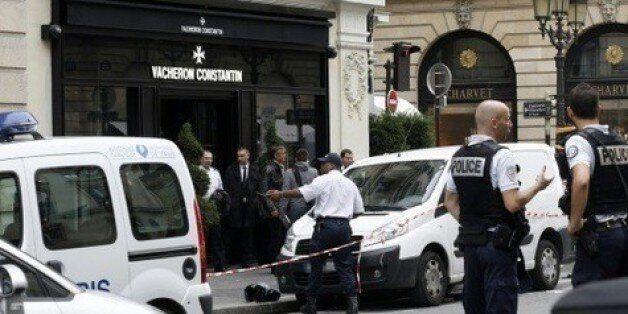 Douze hommes, des Algériens selon l'accusation, jugés à Paris pour des vols de montres de