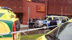 Un homme masqué et armé d'un sabre tue deux personnes dans une école en